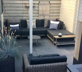 Loungeset Nova in Renesse, een prachtige module lounge tuin bank van Arbrini met rvs onderstel.
