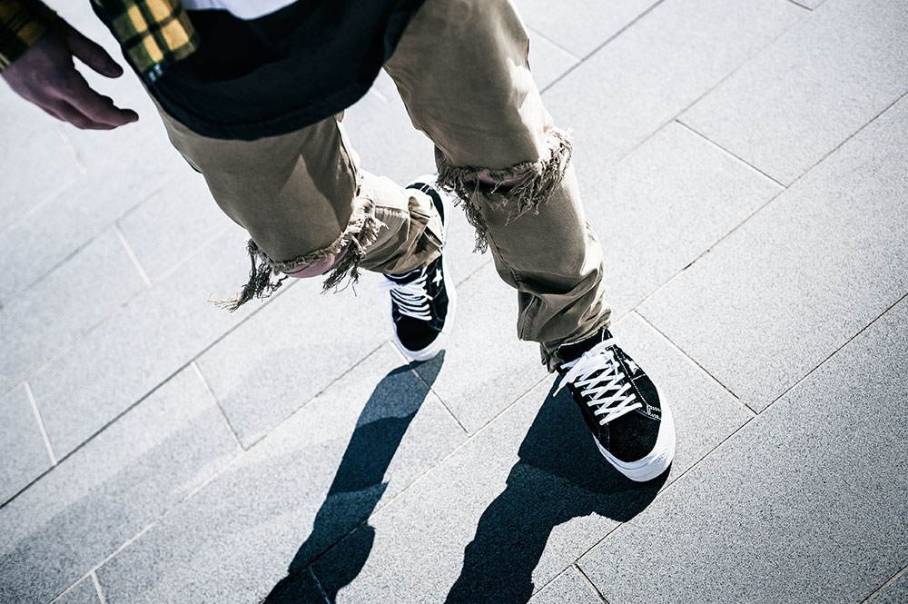 Converse One Star Premium Suede 90s Reissue Black Sneakers / MNML M1 Taupe Denim / H&M Black Scoop Tee by Tom Cunningham