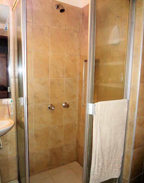 コロンビアのアパートのシャワー室
