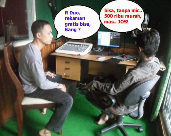 Kiri: Produser R Duo, Kanan: Abadi (Tukang Sound)
