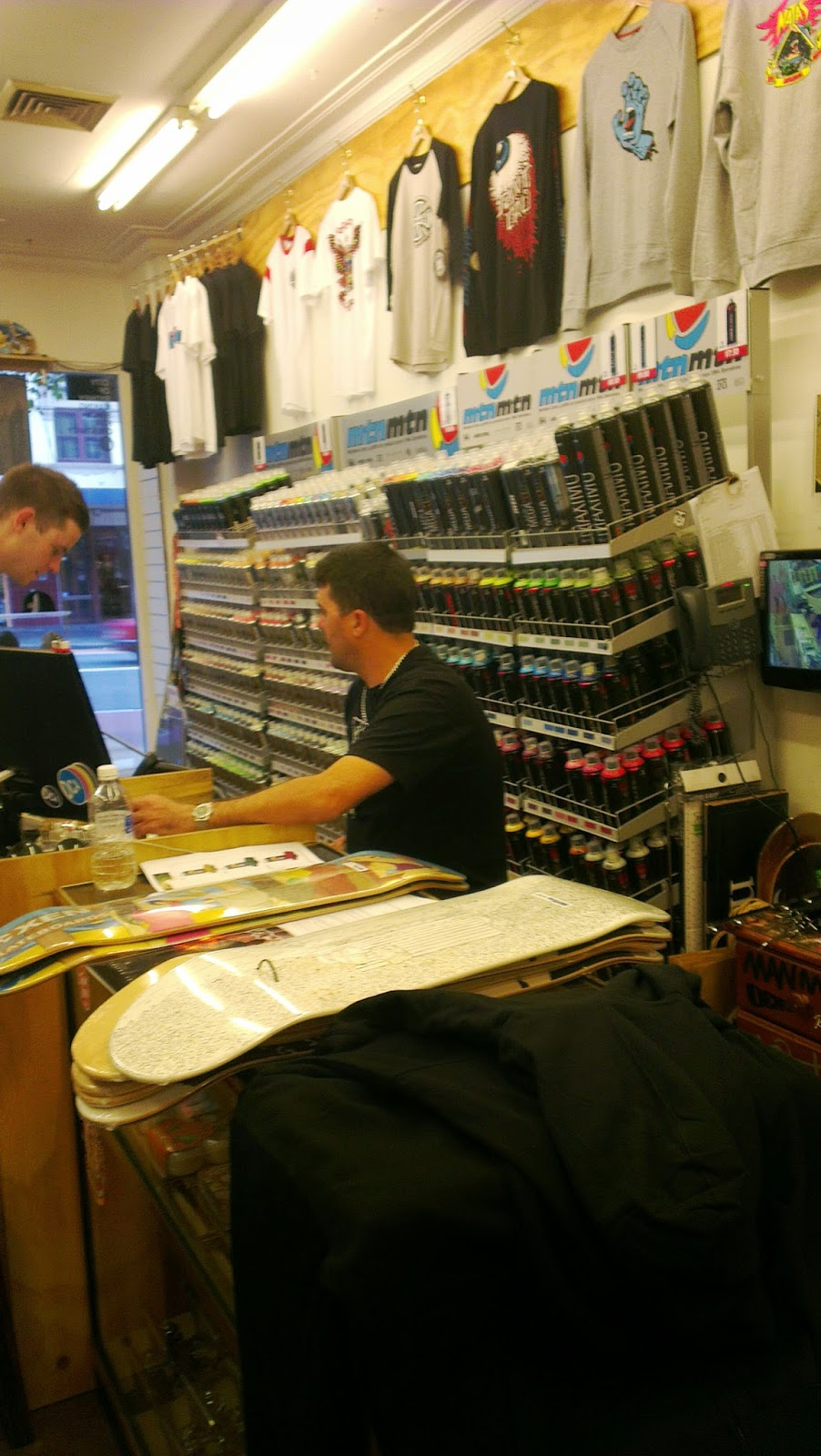Graphic Design : Skateboard Shop