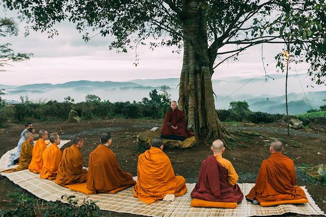 Các sư tăng tại chùa Linh Quy Pháp Ấn