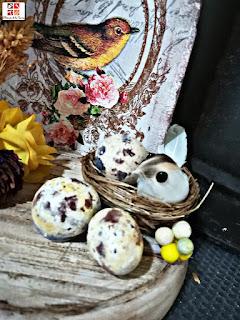 piedras pintadas imitando huevos