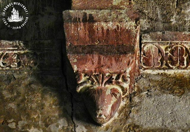 ANSOUIS (84) - Eglise romane fortifée Saint-Martin