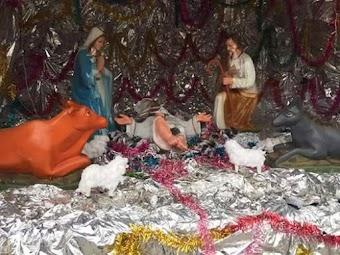 Chúa vừa giáng sinh, tượng đã bị đập!