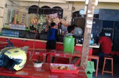 Suasana di Warung Gus Dur