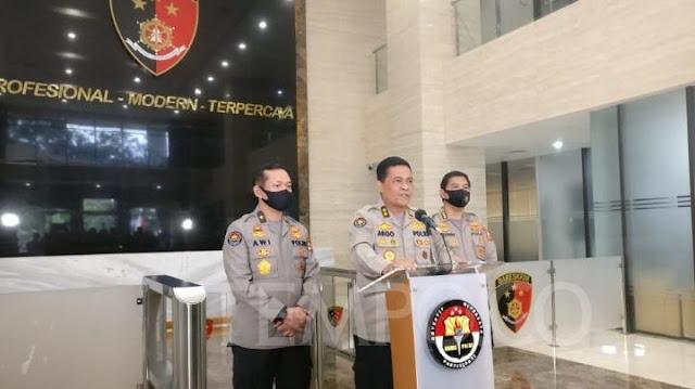 Kepala Divisi Hubungan Masyarakat Mabes Polri Inspektur Jenderal Argo Yuwono menyebut jika alasan Brigadir Jenderal Prasetijo Utomo membantu Joko Tjandra hanya karena semata-mata ingin menolong.