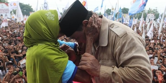 Nenek yang Peluk Prabowo Angkat Bicara, Kini Bantah Terima Rp 500 Ribu