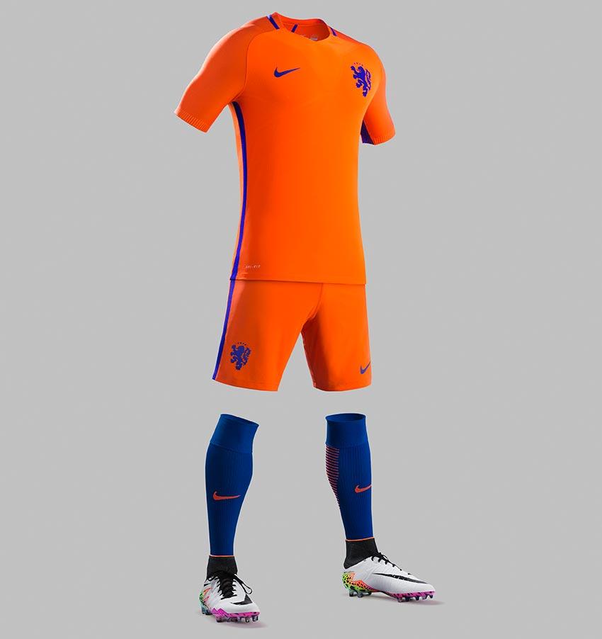 Lila soccer logo