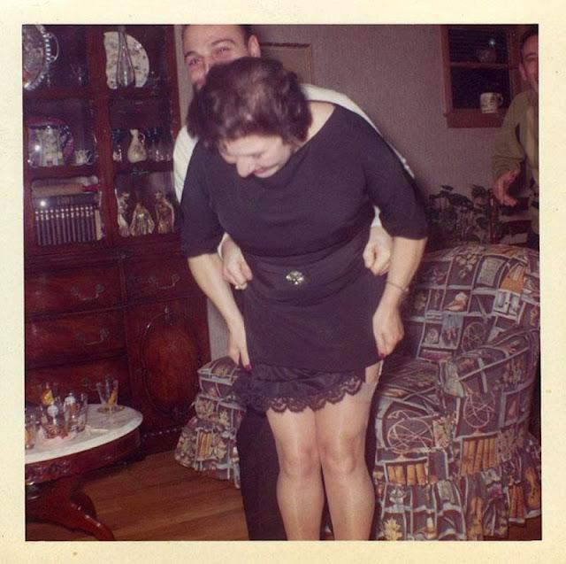 Задрать подол у бабушки
