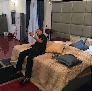 OAP Freeze Unwinds In Linda Ikeji's Bedroom