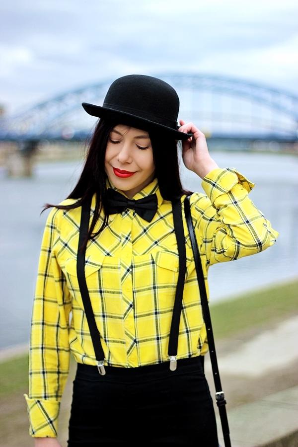 mucha i szelki stylizacja damska Kraków melonik moda z Krakowa Wisła blogerka