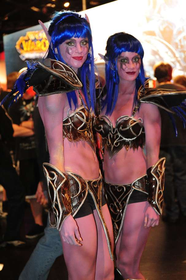 twin eleves with blue hair cosplay