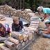Δείτε τι έφτιαξε μια οικογένεια από κορμούς δέντρων... [βίντεο]