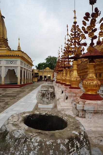 Bagian dari Pagoda Shwizegon di Bagan