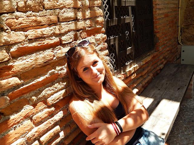 Latynosi pod Lupą w Alcazabie w Almerii