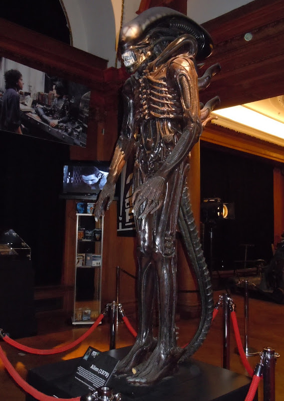 Alien film replica statue