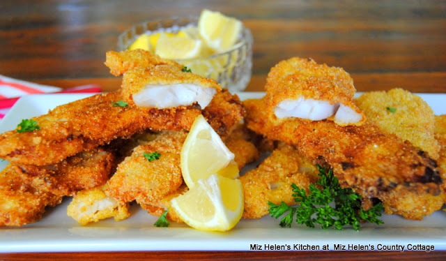 Pan Fried Crappie at Miz Helen's Country Cottage