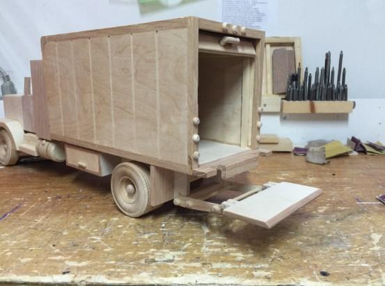 contoh miniatur truk kayu yang keren