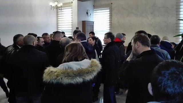 Primele reacţii după adunarea populară din Şcheia: Prefectura şi ATOP-ul promit măsuri, Poliţia şi Jandarmeria tac mâlc
