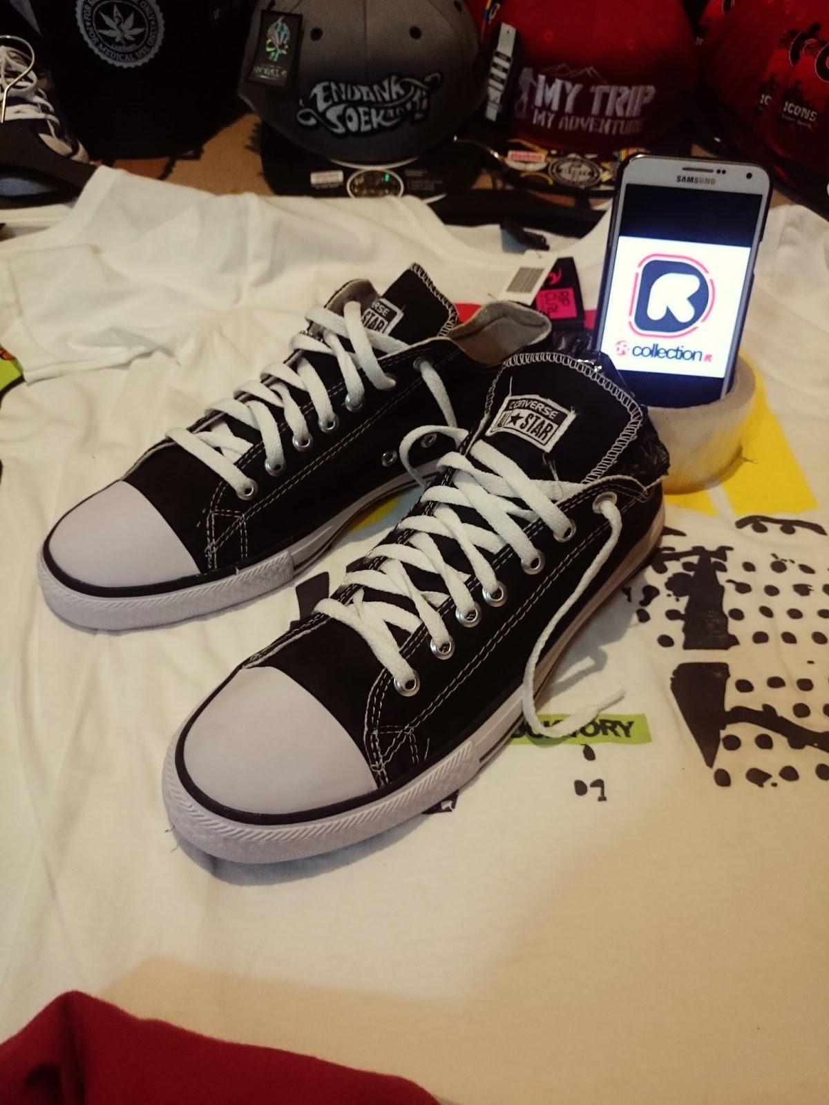 produk yang kami jual bermacam macam Salah satunya adalah Sepatu CONVERSE.  Kami jual sepatu Converse di surabaya dengan Harga terjangkau . jika anda  ... f156da7a8d