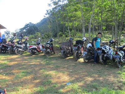 Parkir Gunung Batu Jonggol 15000/Orang
