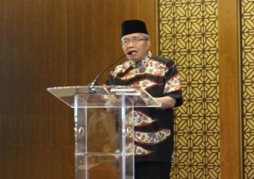 Sastrawan, Taufik Ismail saat berbicara di Majelis Taqarrub Ilallah, di Masjid Baiturrahman, Jakarta