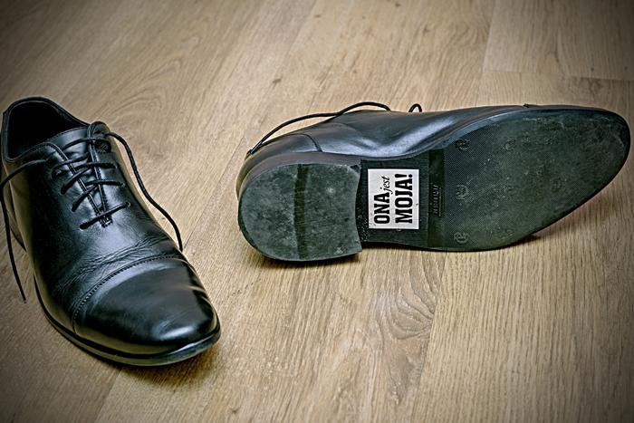 weeding, ślub, ona jest moja, naklejka, buty,