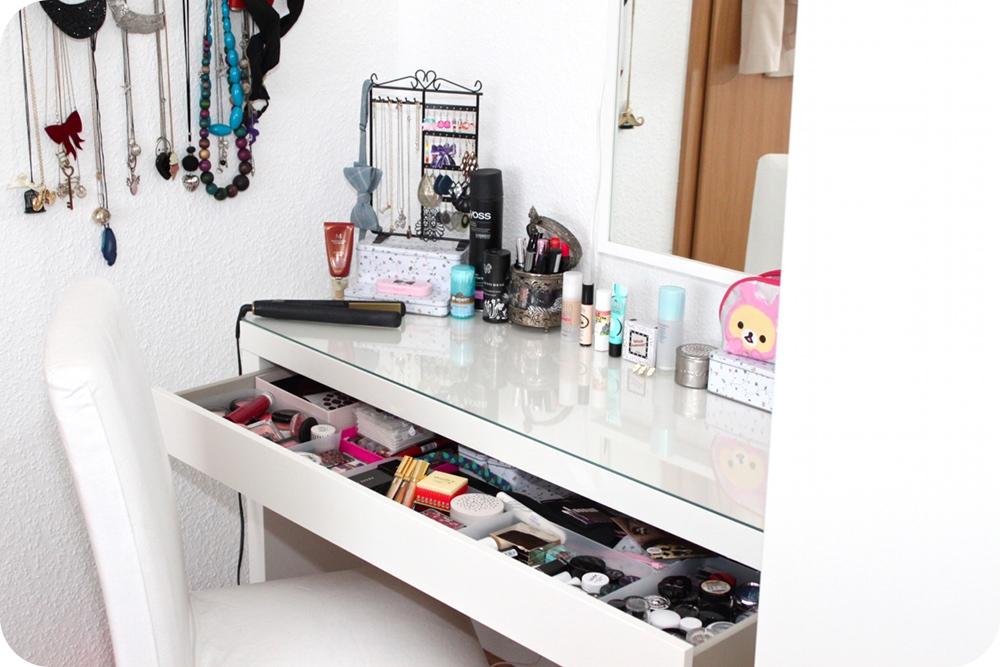 kleine einblicke in meine schminkecke shia 39 s welt. Black Bedroom Furniture Sets. Home Design Ideas