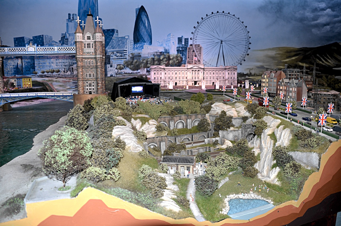 Scale Model News It S A Small World At The Gulliver S