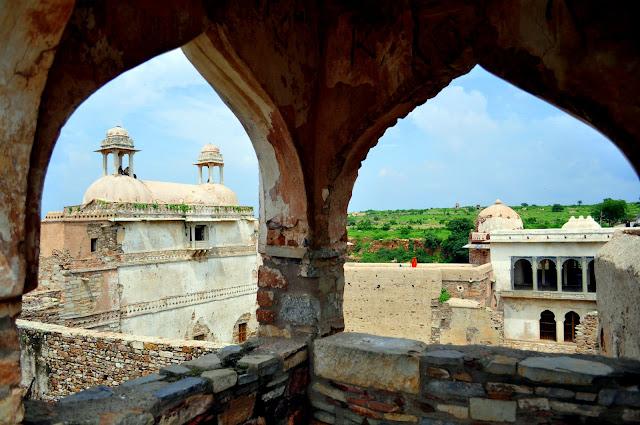 chittorgarh fort life rajasthan town heritage ratan singh palace