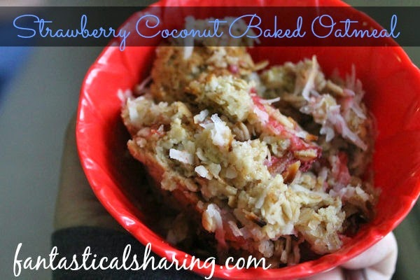 Strawberry Coconut Baked Oatmeal | A beautiful combination that is perfect for a no-hassle breakfast that fills you up #recipe
