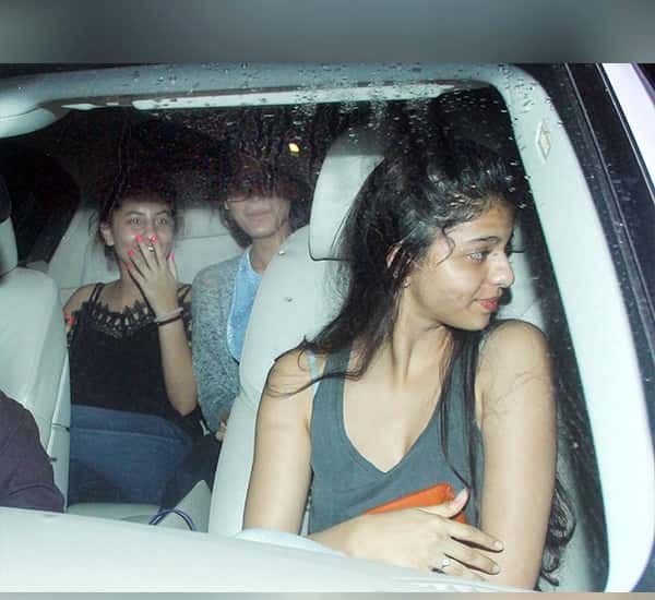 Shah Rukh Khan's Daughter Suhana Clicked By Paparazzi While Her Night Out With Girl Gang
