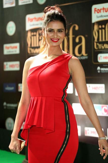 Meenakshi Dixit In a Red Dress At The IIFA Utsavam Awards 2017