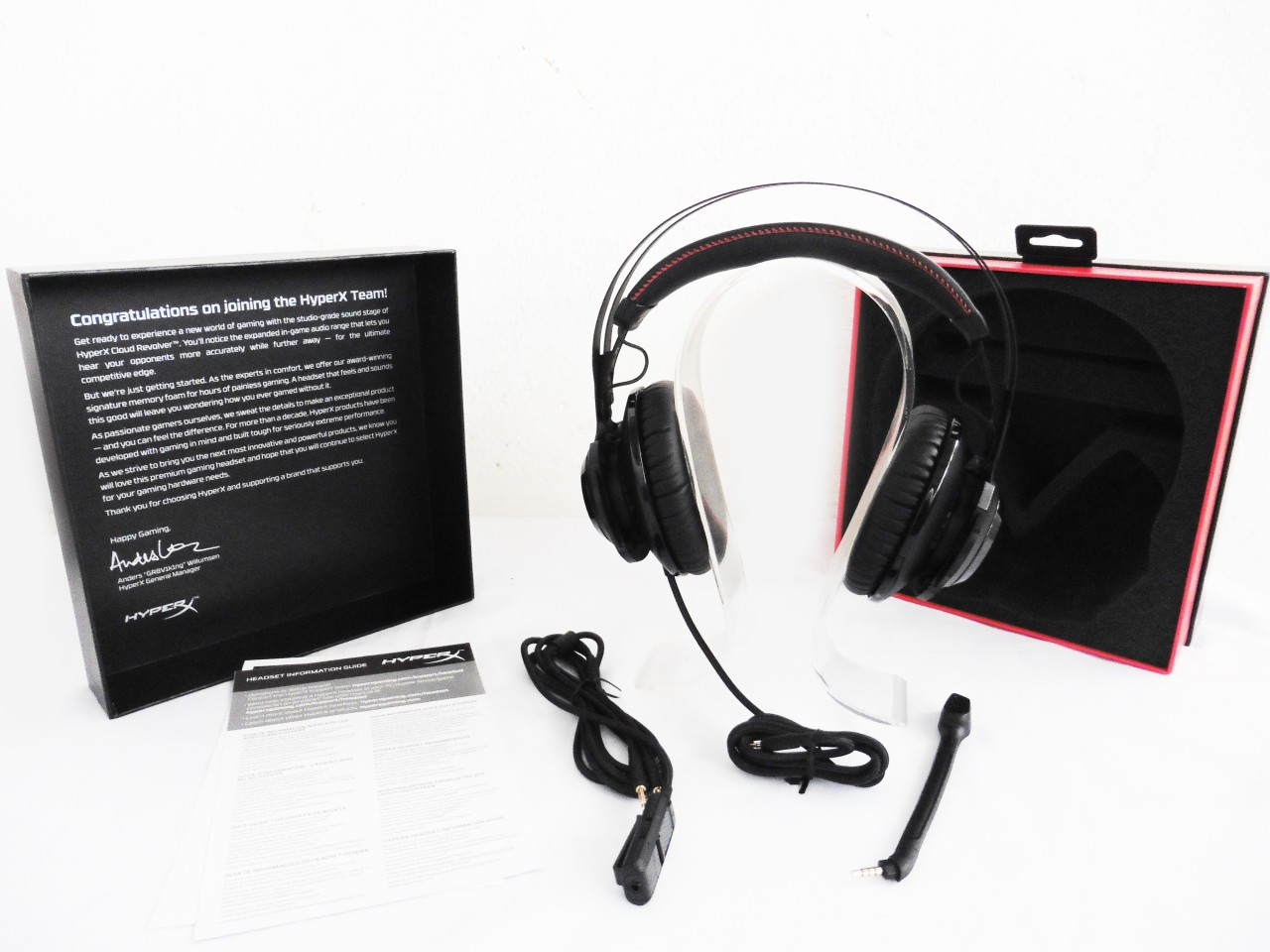 Kind of lining can you expect on the kingston hyperx cloud ii headset - The Packaging Is Fancy As Usual You Ll Get Pretty Much Everything As Shown Above Except For The Headphone Stand Which Is Ours From The Very Beginning