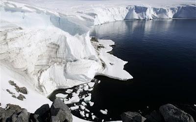 Η Αρκτική εκπέμπει SOS: καταρρέουν οι θαλάσσιοι όγκοι λόγω υπερθέρμανσης του πλανήτη (BINTEO)