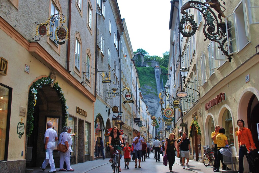 Tour Vacation Around The World: Salzburg's Old Town (Austria)