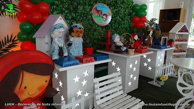 Mesa decorada infantil Chapeuzinho Vermelho para cantar o parabéns
