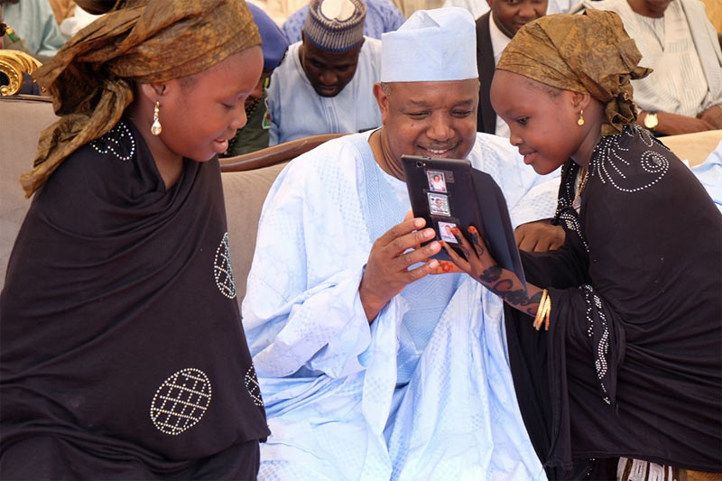 Little girl approaches Kebbi governor Abubakar Bagudu for selfie