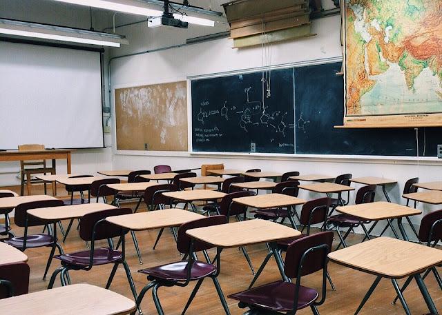 scuola insegnante precaria cattedra di ruolo