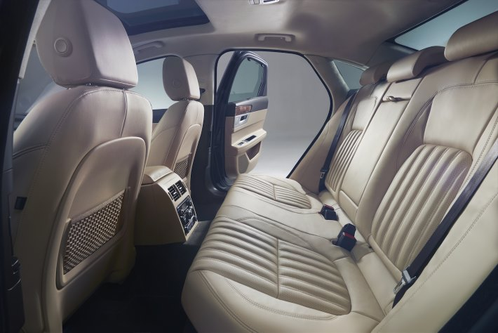 Image 6: 2016 Jaguar XF