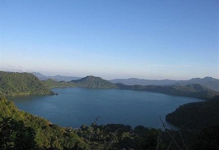 Danau Sano Nggoang danau sano nggoang manggarai barat sejarah danau sano nggoang wisata danau sano nggoang foto danau sano nggoang danau sano nggoang ntt