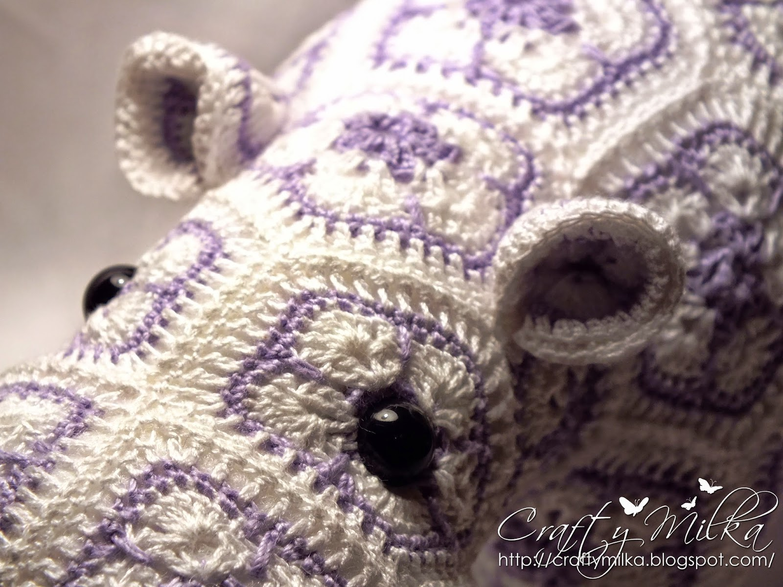 http://www.ravelry.com/projects/CraftyMilka/happypotamus-the-happy-hippo-crochet-pattern-3