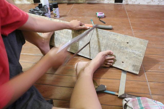 cara membuat pajangan tulisan dari kayu sendiri di rumah
