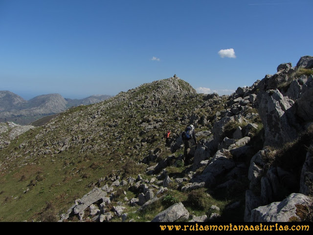 Ruta Ardisana, pico Hibeo: Descendiendo del Hibeo