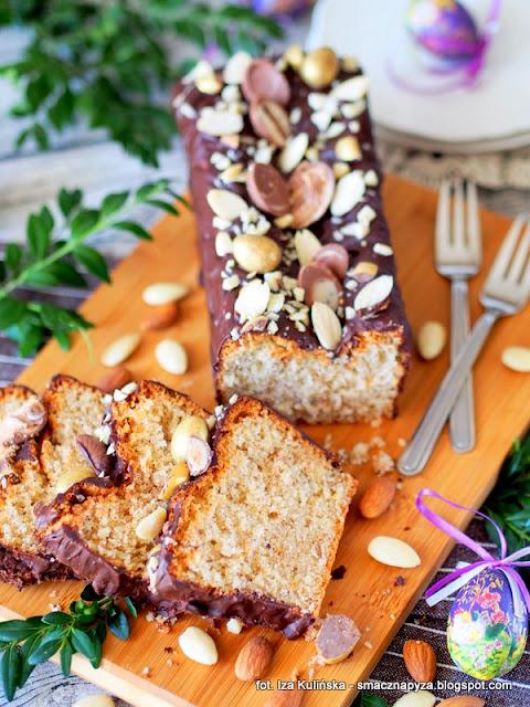 puszysta babka, babeczka z migdalami, wielkanoc, baba wielkanocna, migdaly, ciasta wielkanocne, wypieki, ciasto na wielkanoc
