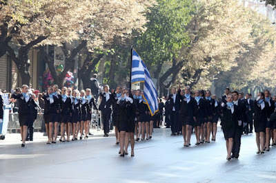 """Τραγούδησαν το """"Μακεδονία Ξακουστή"""" στην παρέλαση Θεσσαλονίκης και καταχειροκροτήθηκαν"""