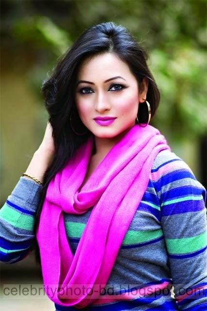 Some Beautiful Moment Photos Of Between Top Bangladeshi Hot Model Sumaiya Jafar Suzena And Her Boyfriend Singer Hridoy Khan
