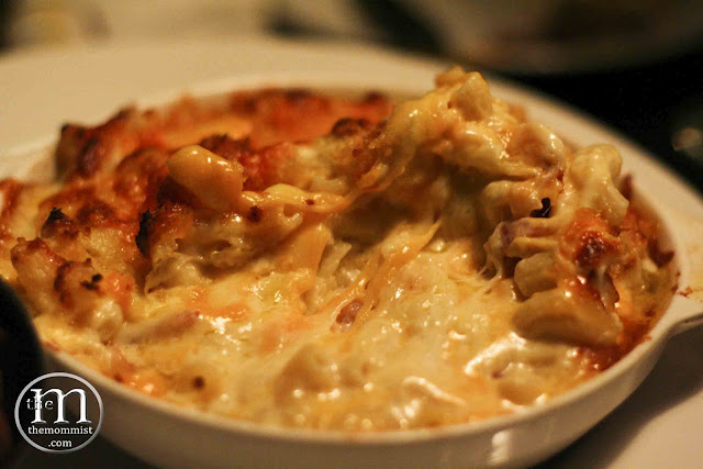 Baked macaroni with melted cheese