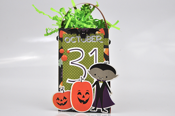 Halloween Treat Bag by Jen Gallacher for www.echoparkpaper.com. #treatbag #diecut #echoparkpaper #jengallacher